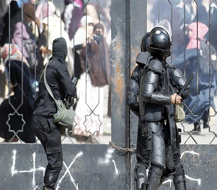 hromedia Egypt Two army officers, teenager killed in Cairo shootout arab uprising2