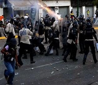 hromedia La Isabelica Pro-government militiamen shoot Venezuelan protestors intl. news2