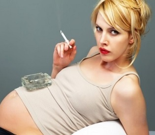 hromedia Passive smoking 'increases risk of miscarriage, stillbirth and ectopic pregnancy' health and fitness2