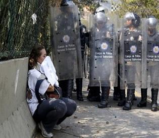 hromedia Three more die in Venezuela unrest, students fight troops again intl. news2