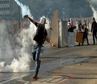 hromedia Venezuela Student is shot dead during opposition protest intl. news2