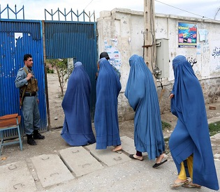 hromedia Defying Taliban threats, Afghans vote in droves to choose new leader intl. news2