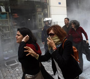 hromedia Greek riot police clash with retail employee protesters eu news2