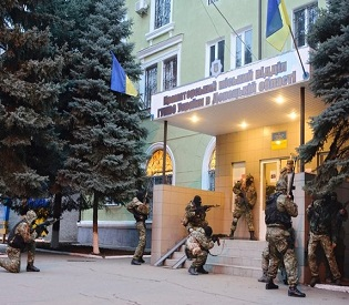 hromedia Ukraine gives pro-Russians ultimatum to disarm or face military operation eu news2