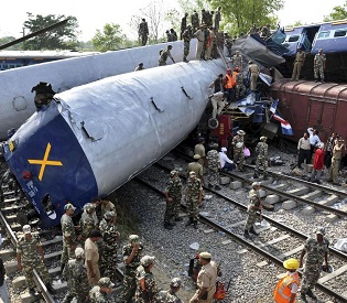 hromedia Death toll climbs to 44 in Northern India train accident intl. news2