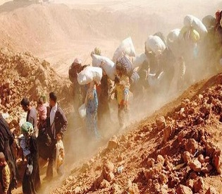 hromedia Dramatic photo shows Syrian refugees continue to flee into Jordan arab uprising3