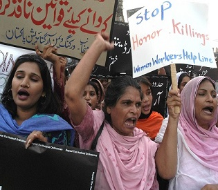 hromedia Pakistani family slits throats of young couple in public over love marriage intl. news4