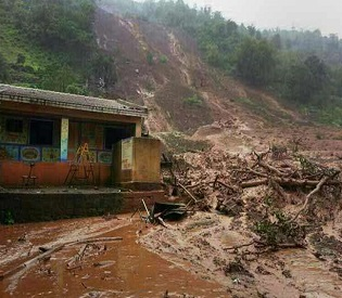 hromedia India 10 Dead, Nearly 170 feared trapped after massive landslide near Pune intl. news3