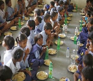 hromedia India Dead snake found in mid-day meal in Bihar, 54 children taken ill intl. news2