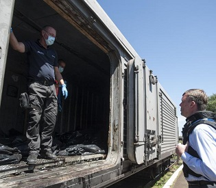 hromedia Pro-Russian rebels release train with bodies from downed Malaysian jet eu news3