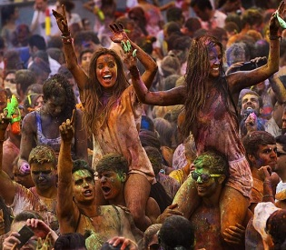 hromedia Madrid explodes in color during Holi festival eu news4