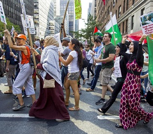 hromedia Pro-Palestinian activists march to UN headquarters in New York arab uprising3