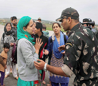 Indian Kashmir collect bodies floating in worst floods