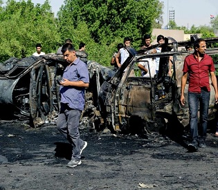 hromedia Double Car bomb attack kills 19 near market in Iraqi capital arab news3