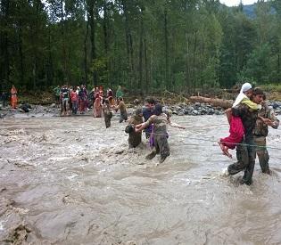 hromedia Indian army troops battle flood waters to rescue stranded people in Kashmir intl. news2