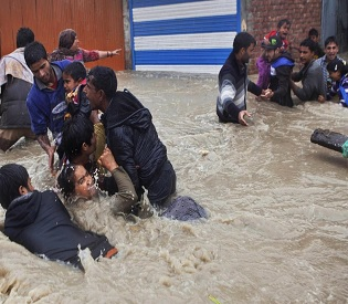 hromedia Monsoon floods kill 116 in Kashmir, east Pakistan intl. news3