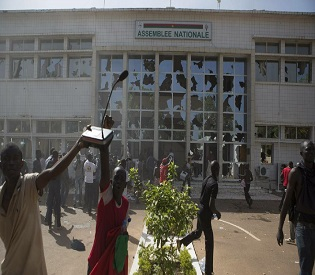 hromedia Army chief takes power after Burkina president bows to protests intl. news2