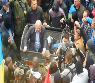 hromedia Radicals trash dumping of Ukrainian officials gaining momentum eu news2