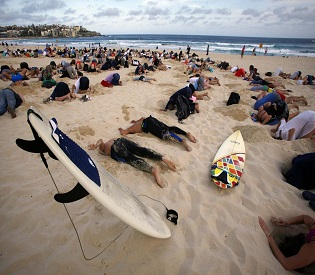 hromedia Australians bury heads in sand to protest government climate stance environmental news2