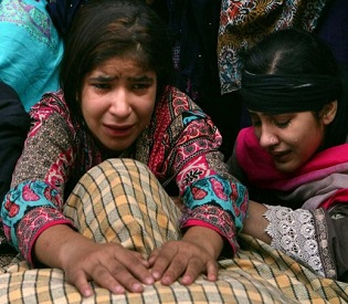 hromedia Families mourn victims of Pakistan-India border bloodshed intl. news2