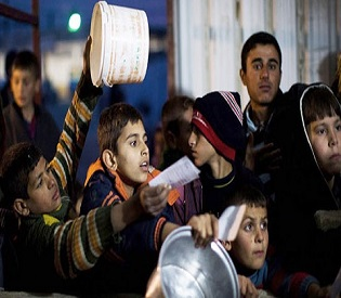 hromedia Hungry Syrians clash with rebels over food cache arab uprising2