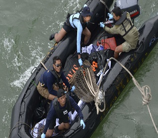 hromedia Indonesia sends divers to examine AirAsia wreckage found on Seabed intl. news5