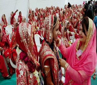 hromedia 191 Indian couples tie the knot at Ahmadabad mass wedding ceremony womens rights3