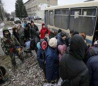hromedia Ukrainian authorities, rebels evacuate civilians from front line town eu news3