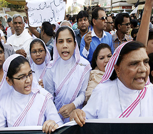 Pakistan police use tear gas to break up church attack protests