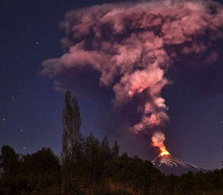 hromedia Chile volcano eruption spews ash and lava, Forcing Thousands to Evacuate intl. news2