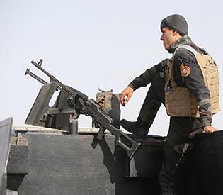 IS seizes Iraqi govt compound, kills dozens in Syria