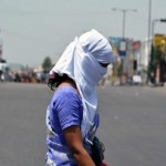 India heatwave kills 800 as capital's roads melt