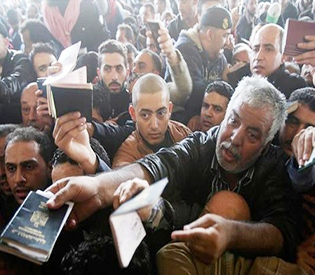 Egypt temporarily opens Gaza border crossing in sign of thaw with Hamas