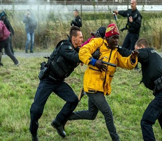 hromedia French police slow migrant bids to cross Channel eu news3