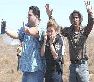 hromedia Palestinian men protecting Israeli policewoman arab uprising2
