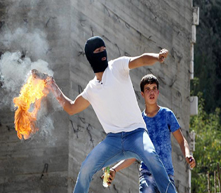 Palestinians clash with Israeli forces