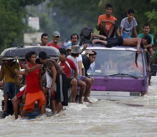 hromedia Flood misery in Philippines after Typhoon Koppu kills 58 intl. news3