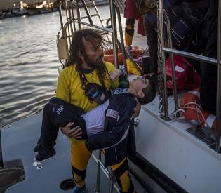 hromedia Seven children die after migrant boats sink off Greece eu news3