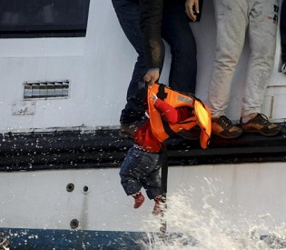 hromedia Bodies of 11 refugees, most of them infants, recovered off Greece eu news3