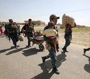7,000 Iraqis flee Fallujah through safe corridor