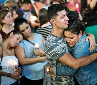 Obama in Orlando to console grieving families
