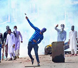 deadly-violence-roils-indian-kashmir-on-eid
