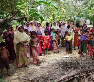 Trapped Rohingya Muslims in Myanmar get first substantial food aid in months