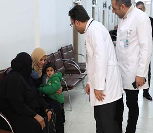 Exiled Syrian doctors go back to work helping refugees in Turkey