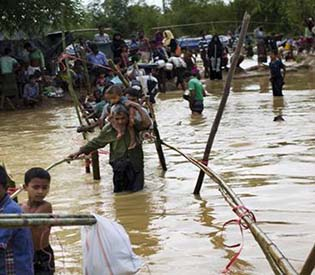 monsoon rains threaten Rohingya