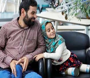 First new steps for Syrian girl who used tin cans for legs