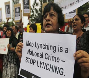Indian mob lynches woman on rumors of child kidnapping